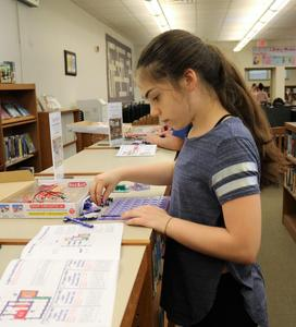 Student at Roosevelt Intermediate School learns snap circuitry at a Makerspace session.