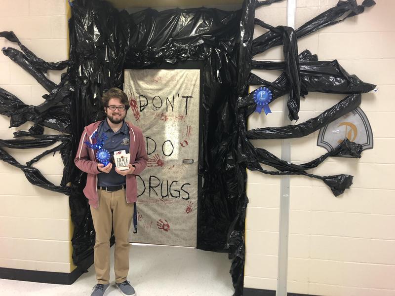 Door Decorating Contest for RRW! Featured Photo