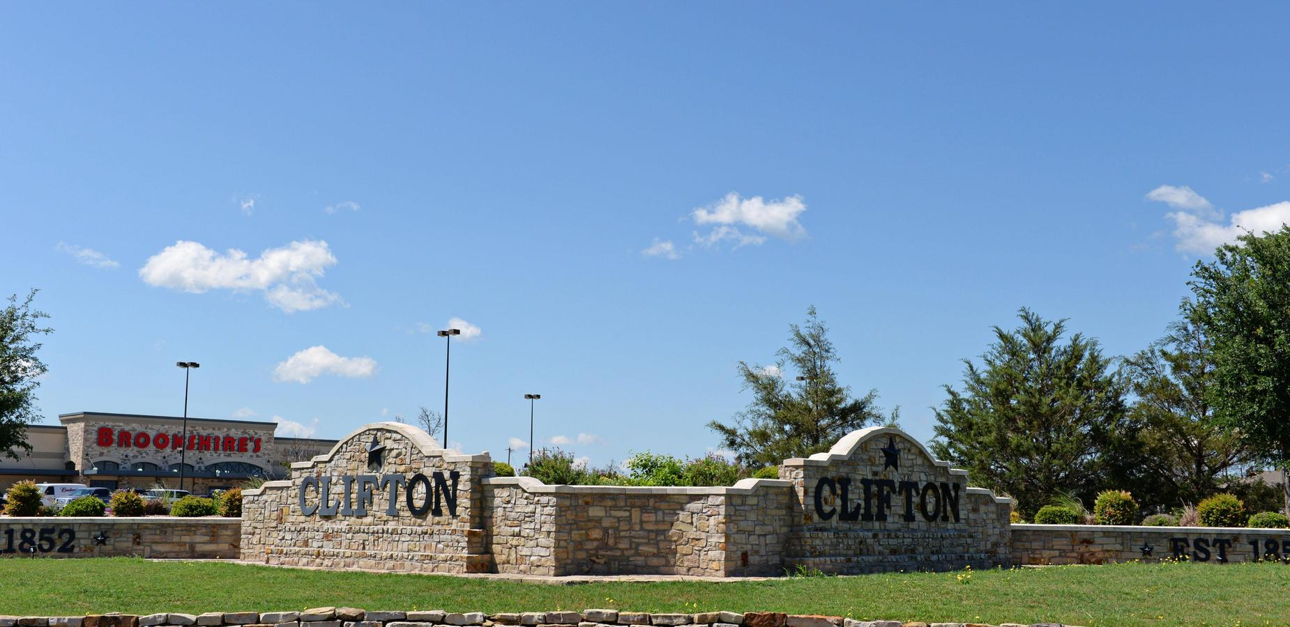 Rock Clifton Sign coming in to town