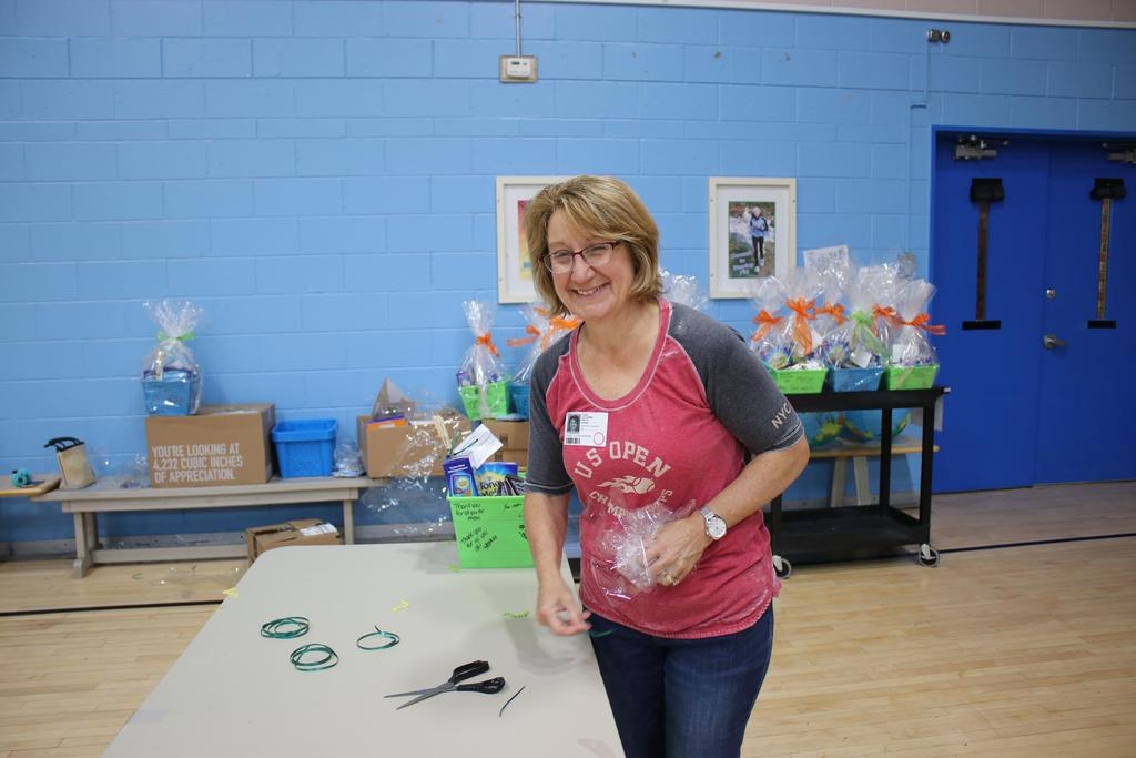 Volunteer putting baskets together for DDI Employee Picnic