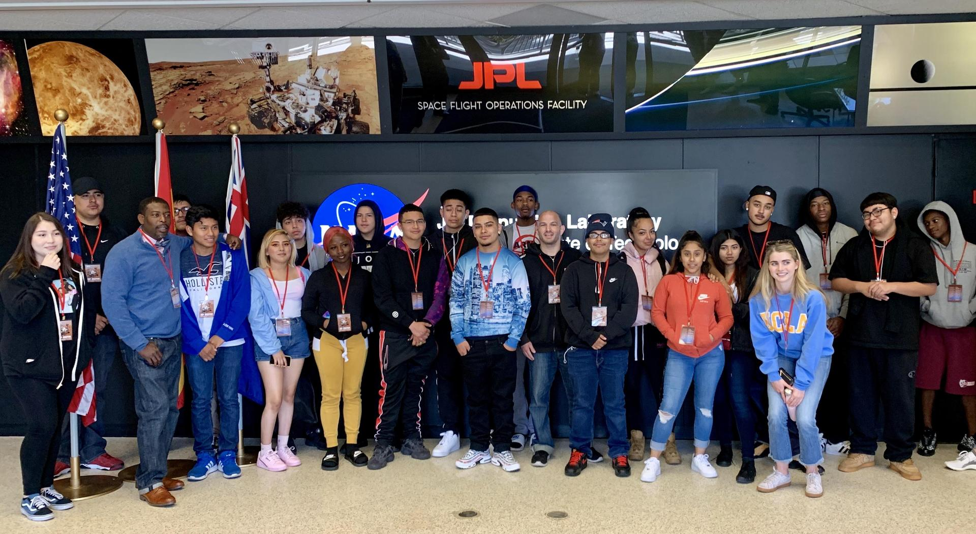 Students pose at the Jet Propulsion Lab