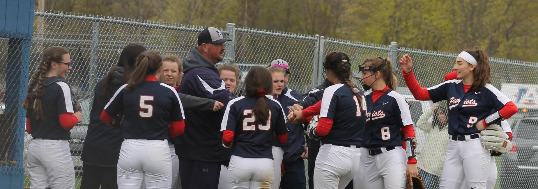 softball huddle