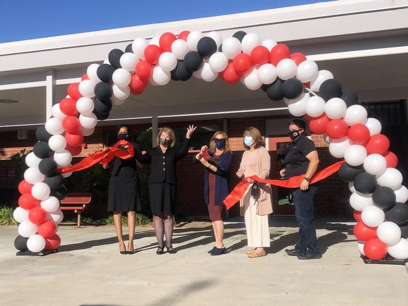El Segundo Middle School Celebrates Completion of Administration Building Modernization with Ribbon Cutting Ceremony Featured Photo