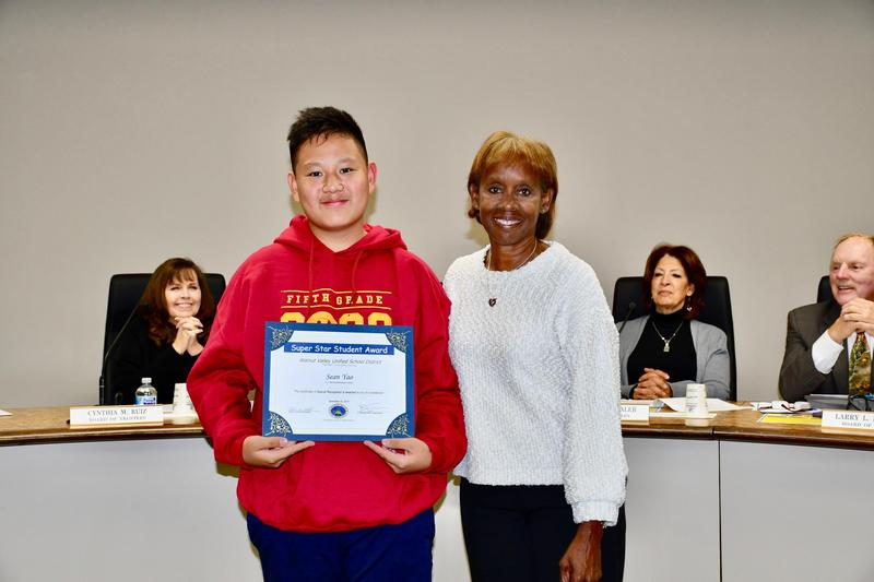 Walnut Valley Trustees Celebrate Star Students, Parents Featured Photo