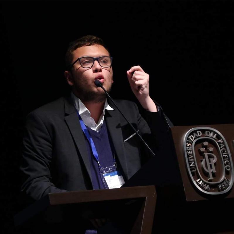 """Orgullo Prescott: Mauricio Jarufe Caballero (Class of 2018 - """"Verklempt"""") obtuvo el Primer Lugar en el Campeonato Mundial Universitario de Debate - CMUDE Online Madrid 2020. Featured Photo"""