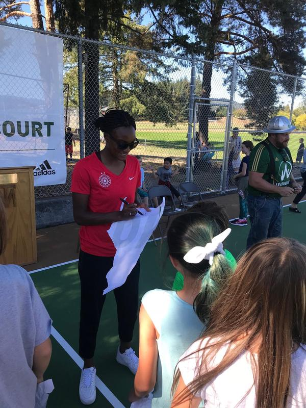 Portland Thorns player Ifeoma Onumonu signed autographs