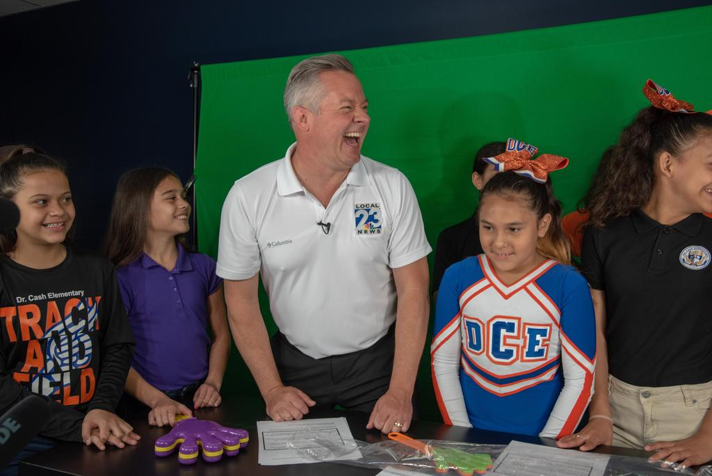 Robert Bettes from News Channel 23 visits Dr. Cash Elem.