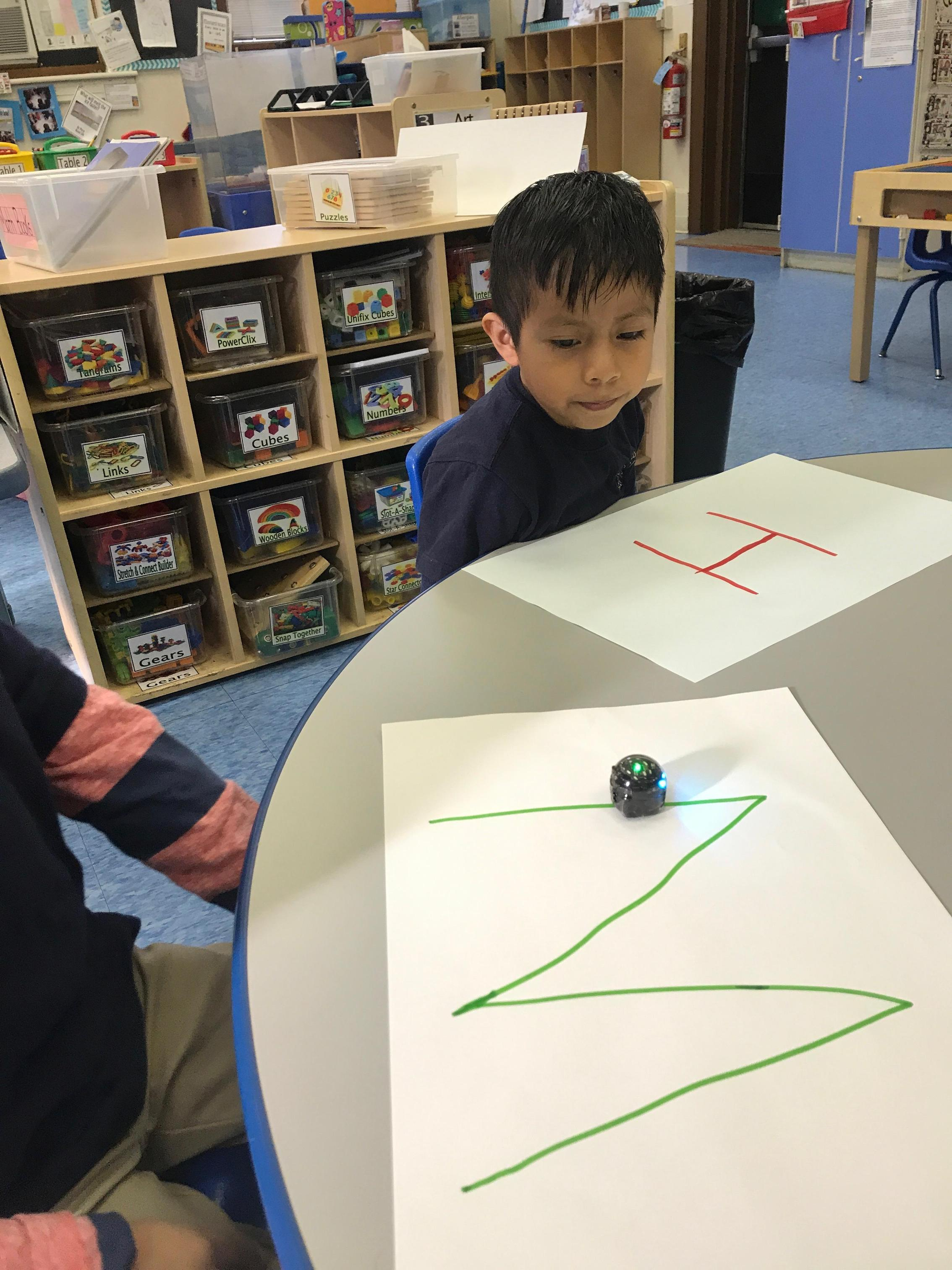 Students test Ozobot's abilities.