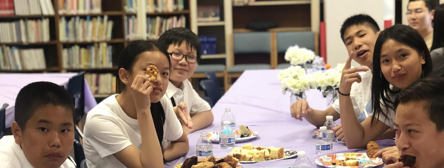 Marguerita student volunteer having lunch