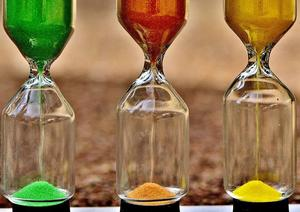 green, red, yellow sand in 3 hoursglasses