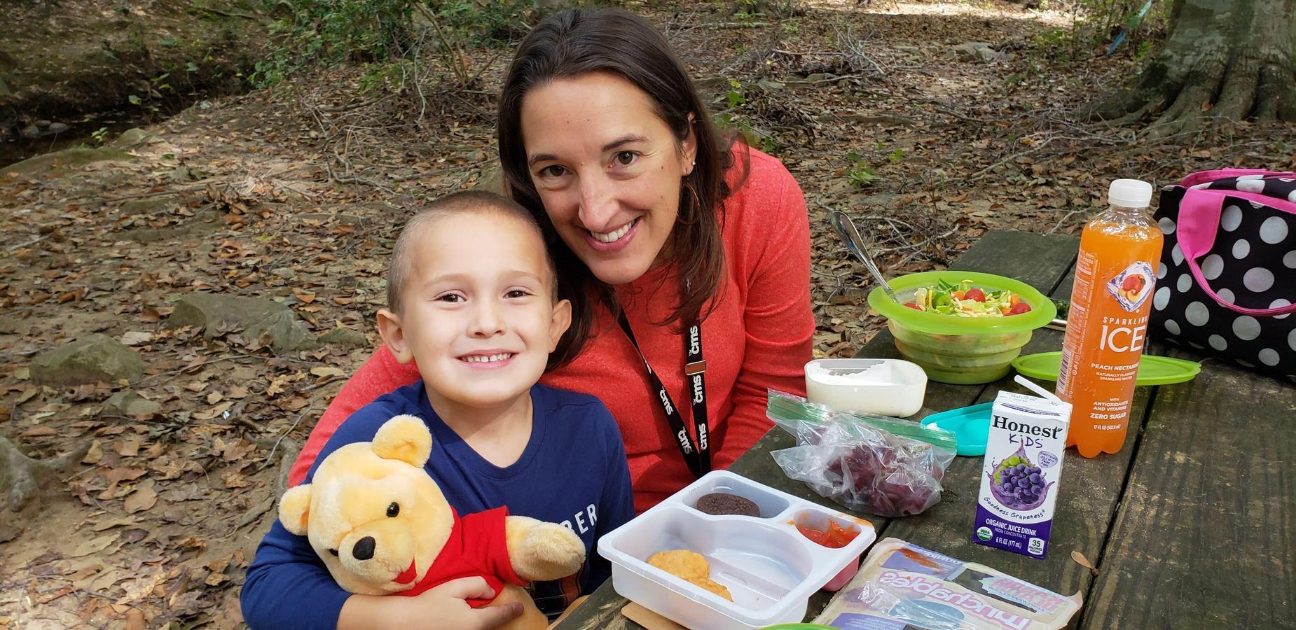 Mom & child at kindergarten picnic