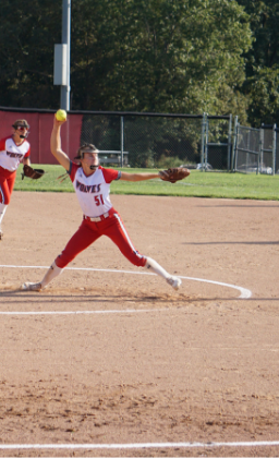 picture of Izzy Erickson pitching