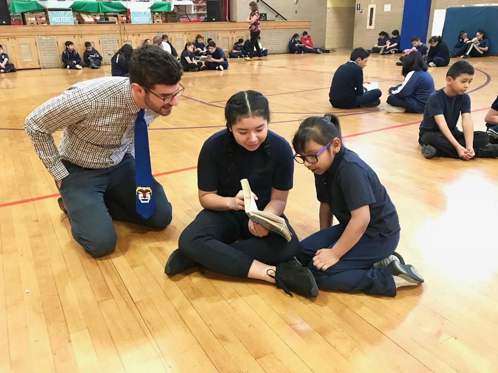 students read together