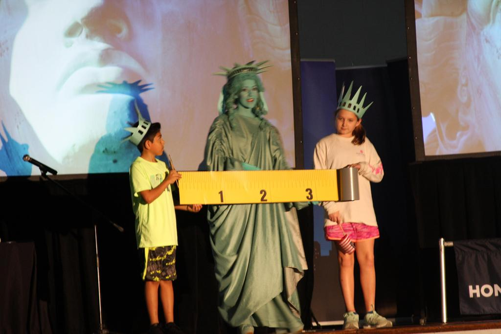 Students with Lady Liberty
