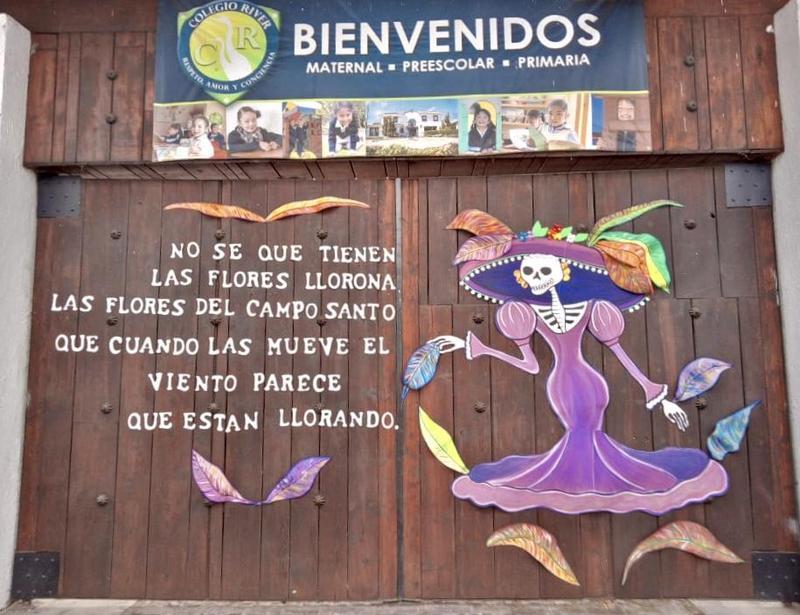 Portón Noviembre 💀🌸🌼🌺 Featured Photo