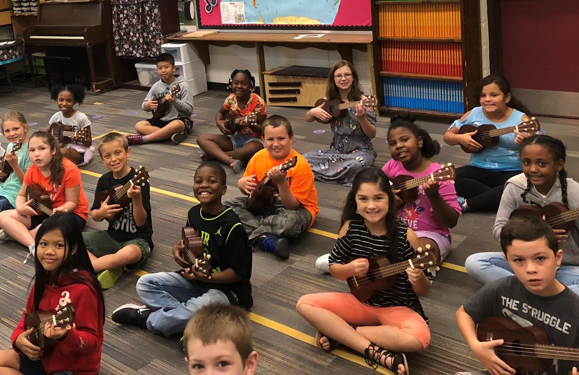 4th graders playing the ukulele