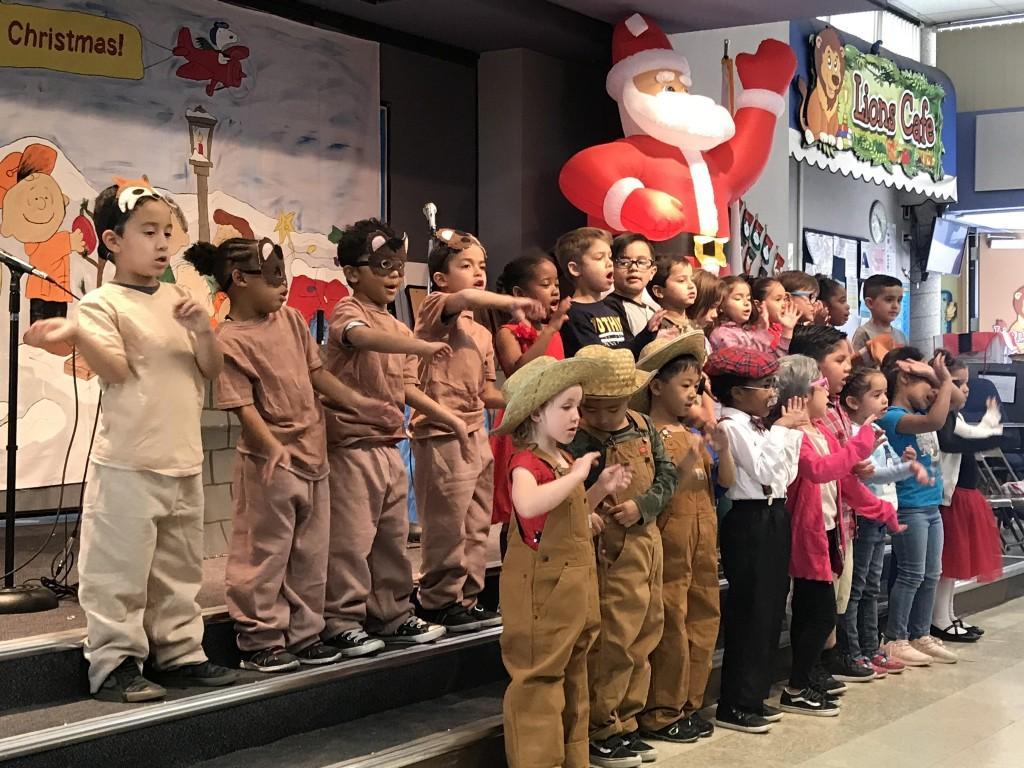 Kinder perform musical