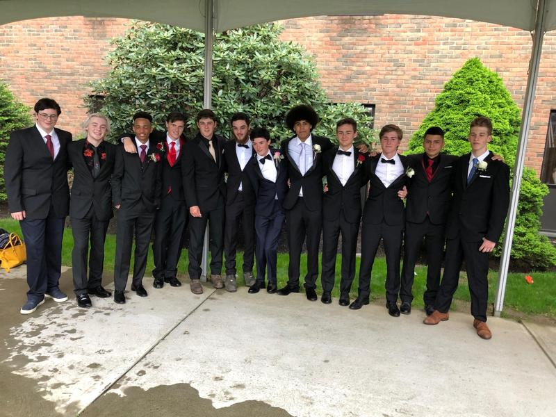 2019 Junior-Senior Prom Featured Photo