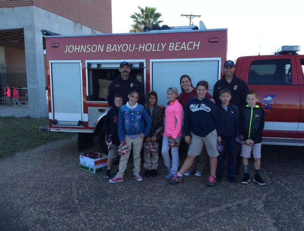 Fourth grade students near the fire truck.