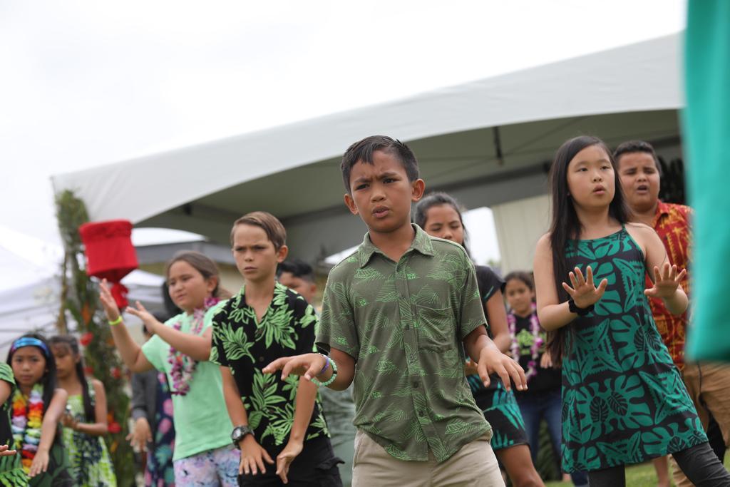 3rd graders dancing