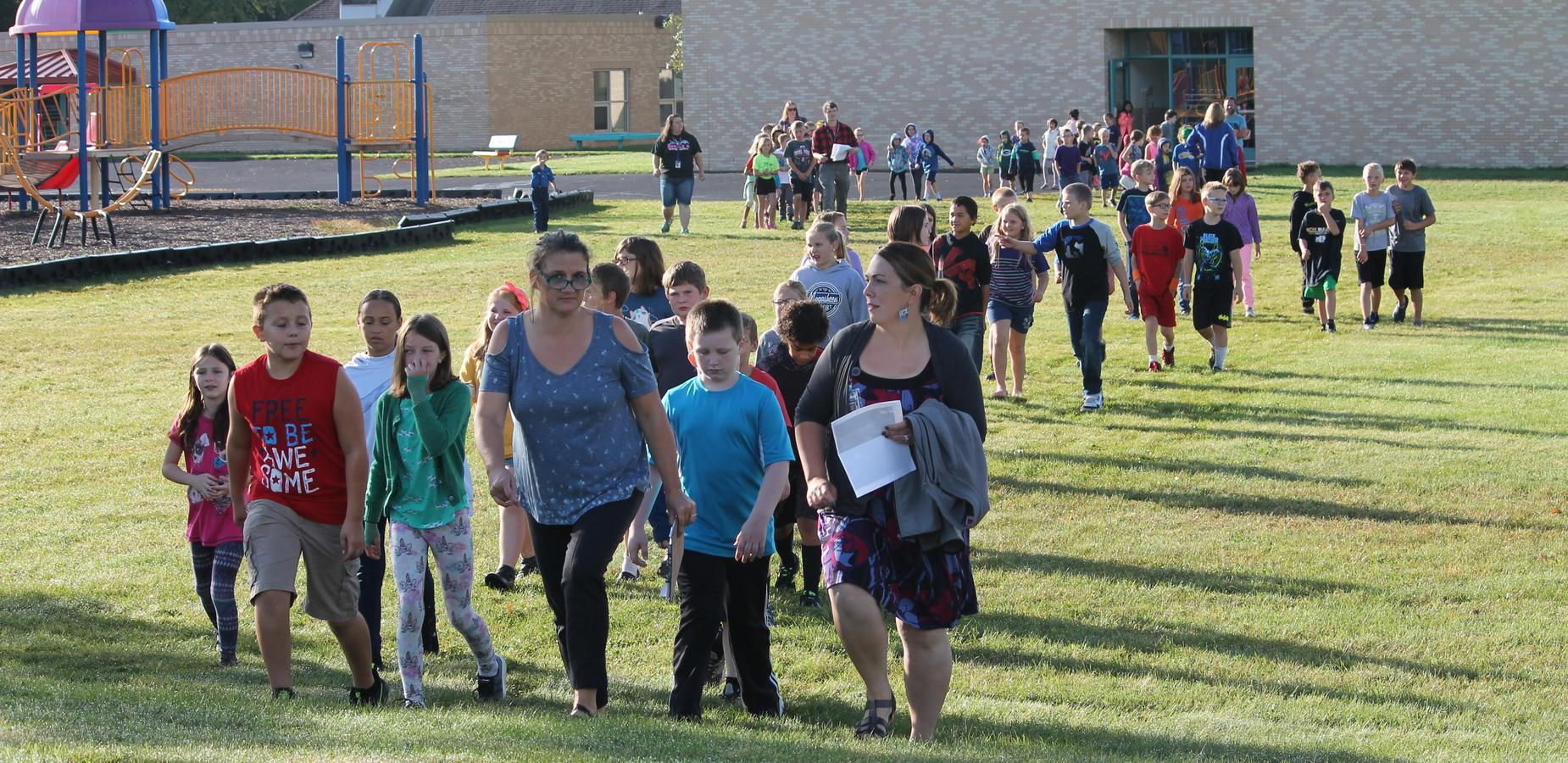 Elementary Students heading out the Ag on the Lawn