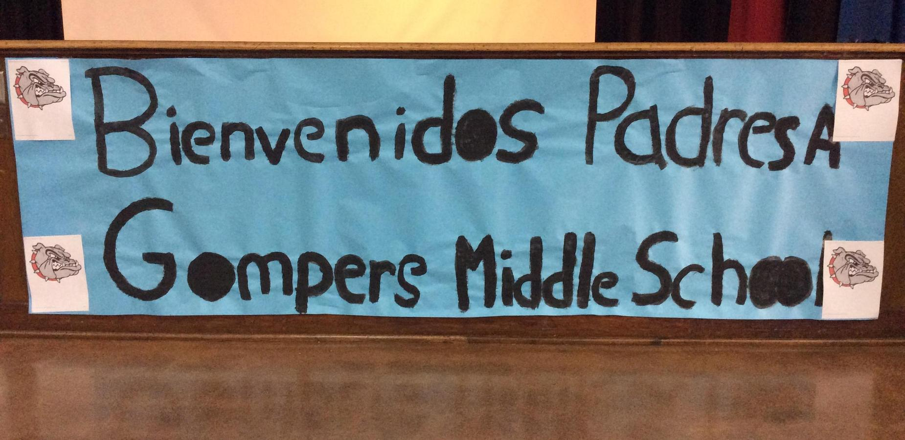 Sign in Spanish that says Bienvenidos Padres A Gompers Middle School