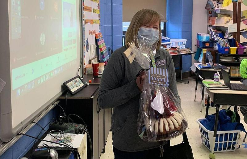 Earl Hanson Teacher Nominated for QC Teacher of the Week! Featured Photo