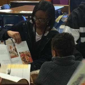 Nia Scott reading to Sallas Mahone student.