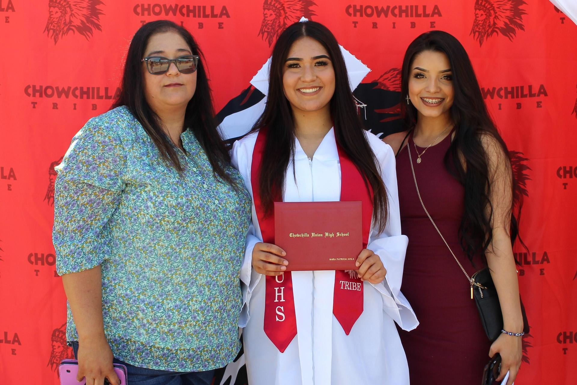Mara Avila and family