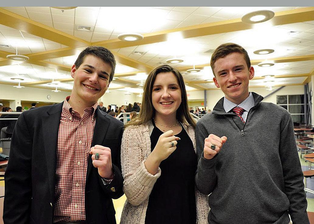 Juniors show off their class rings