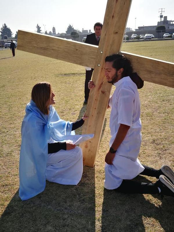 Vivieron el Vía Crucis de manera especial en el Instituto Cumbres Toluca Featured Photo
