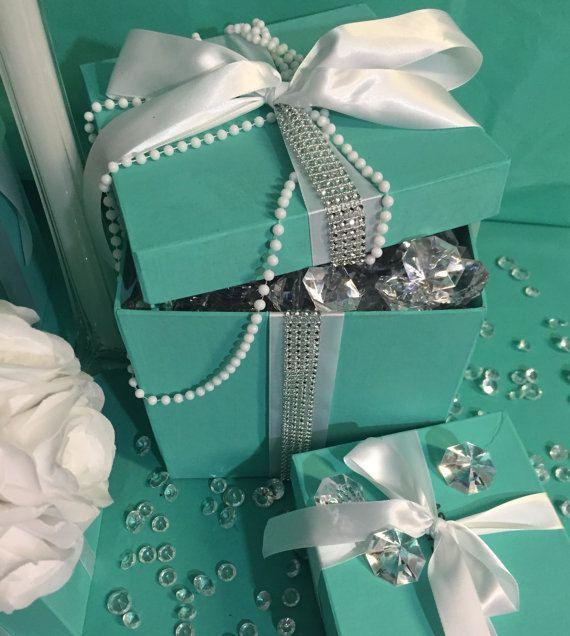 Image of blue boxes with pearls and diamonds