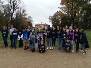 students in front of mt vernon