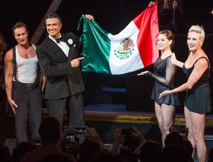 actores mexicanos triunfando .png