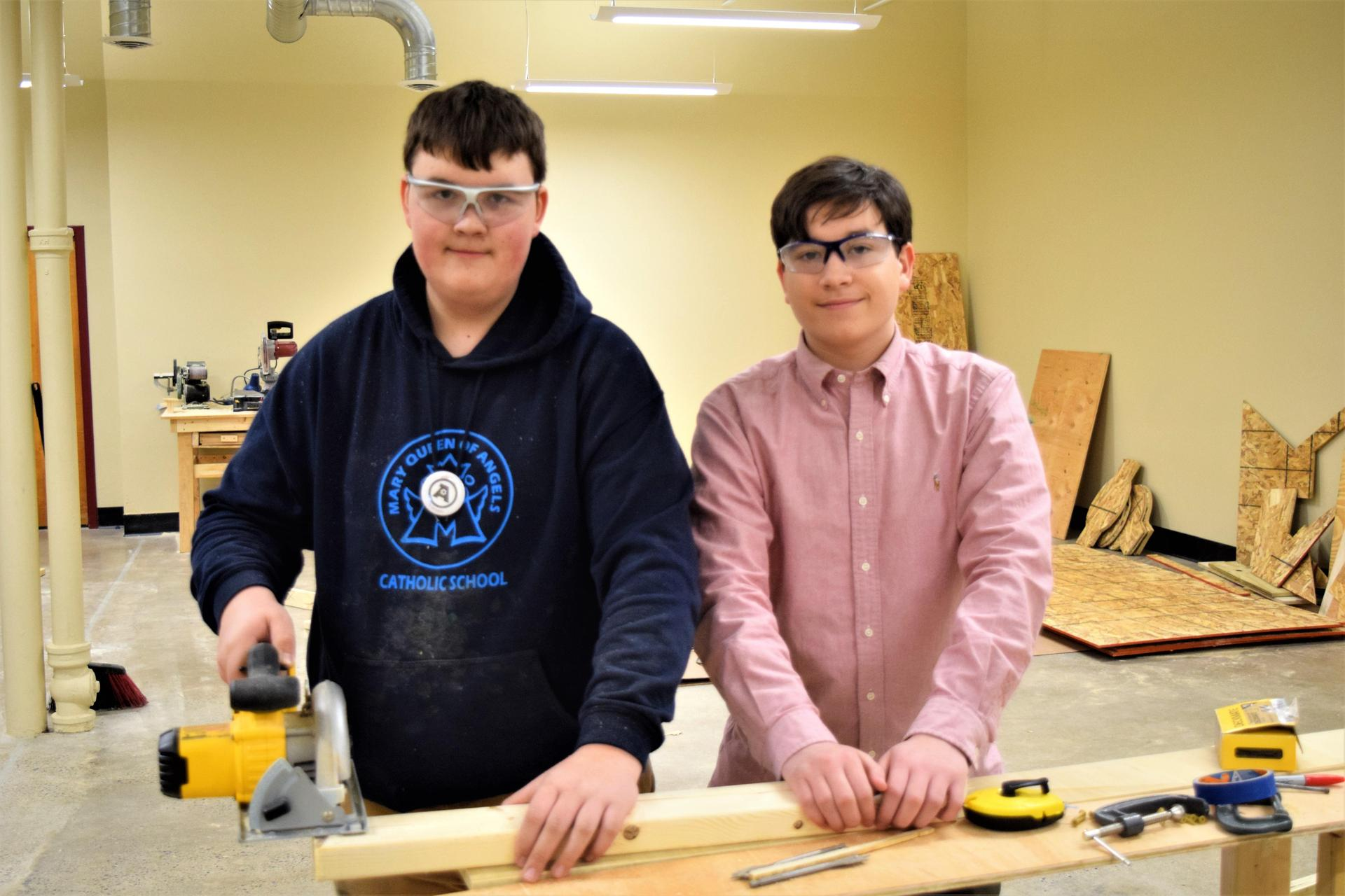 students with saw