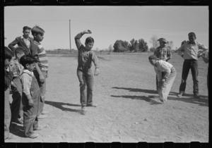top-spinning-contest-at-the-annual-field-day-of-the-fsa-farm-security-administration-2-1024.jpg