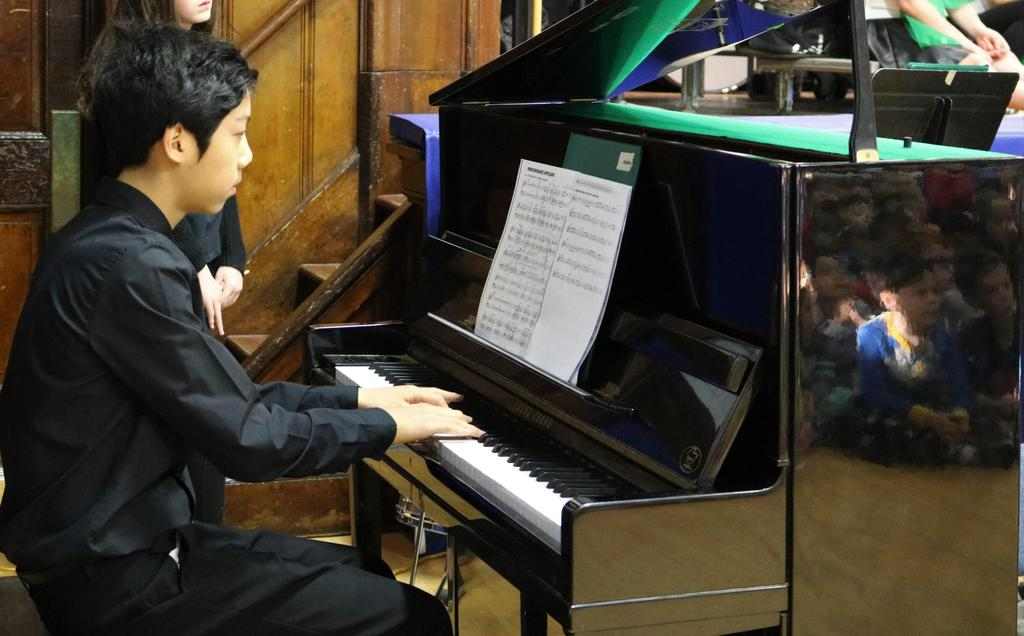 Photo of Edison student pianist performing at McKinley.