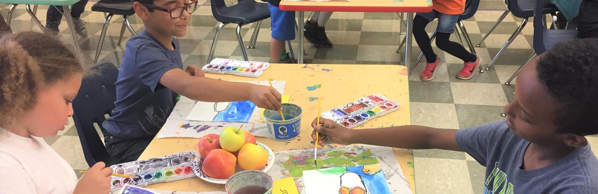 Second graders in art class