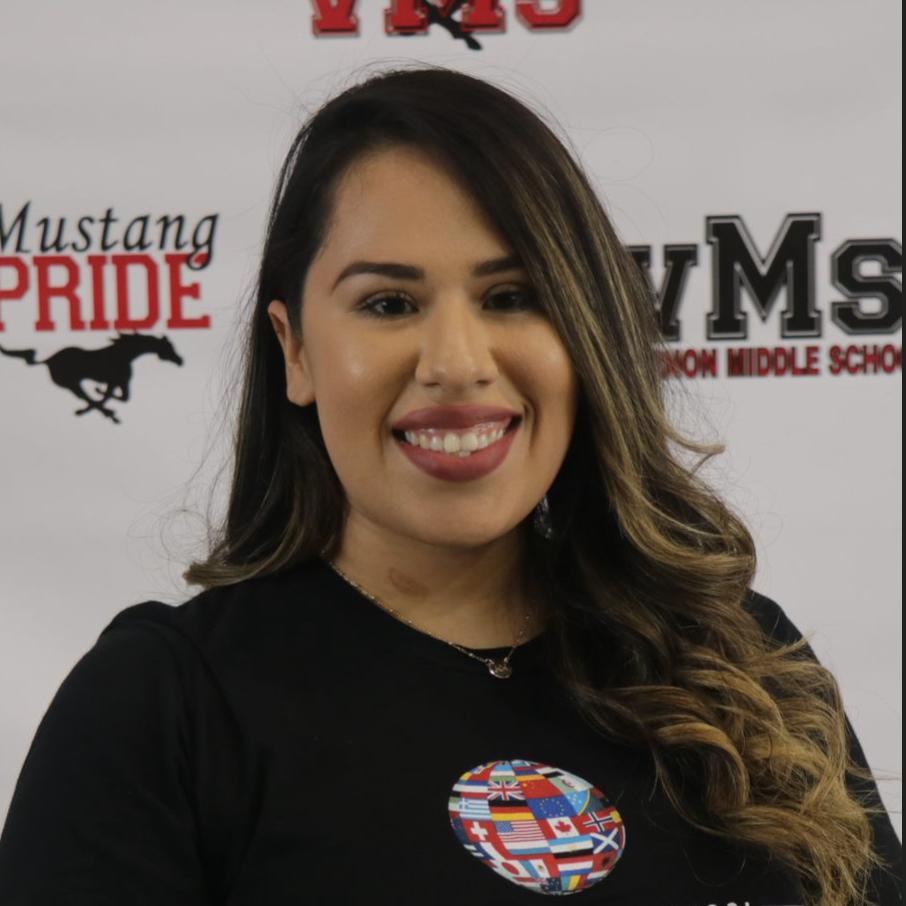 Cintia Flores's Profile Photo