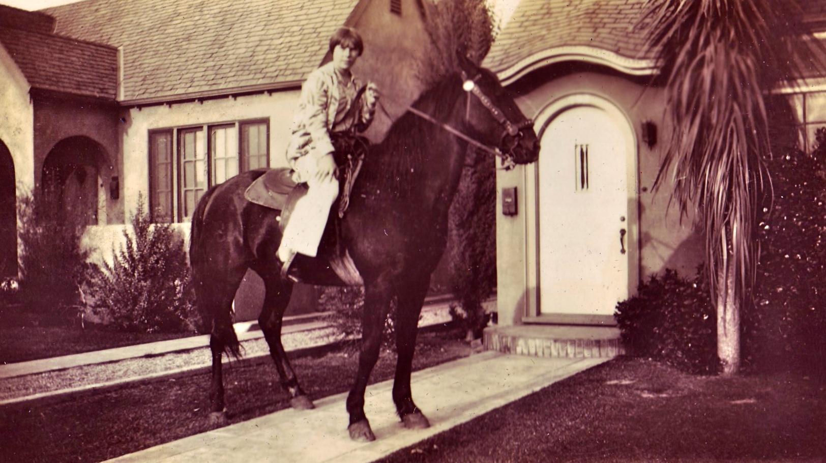 Bobby on horseback on Vancouver street