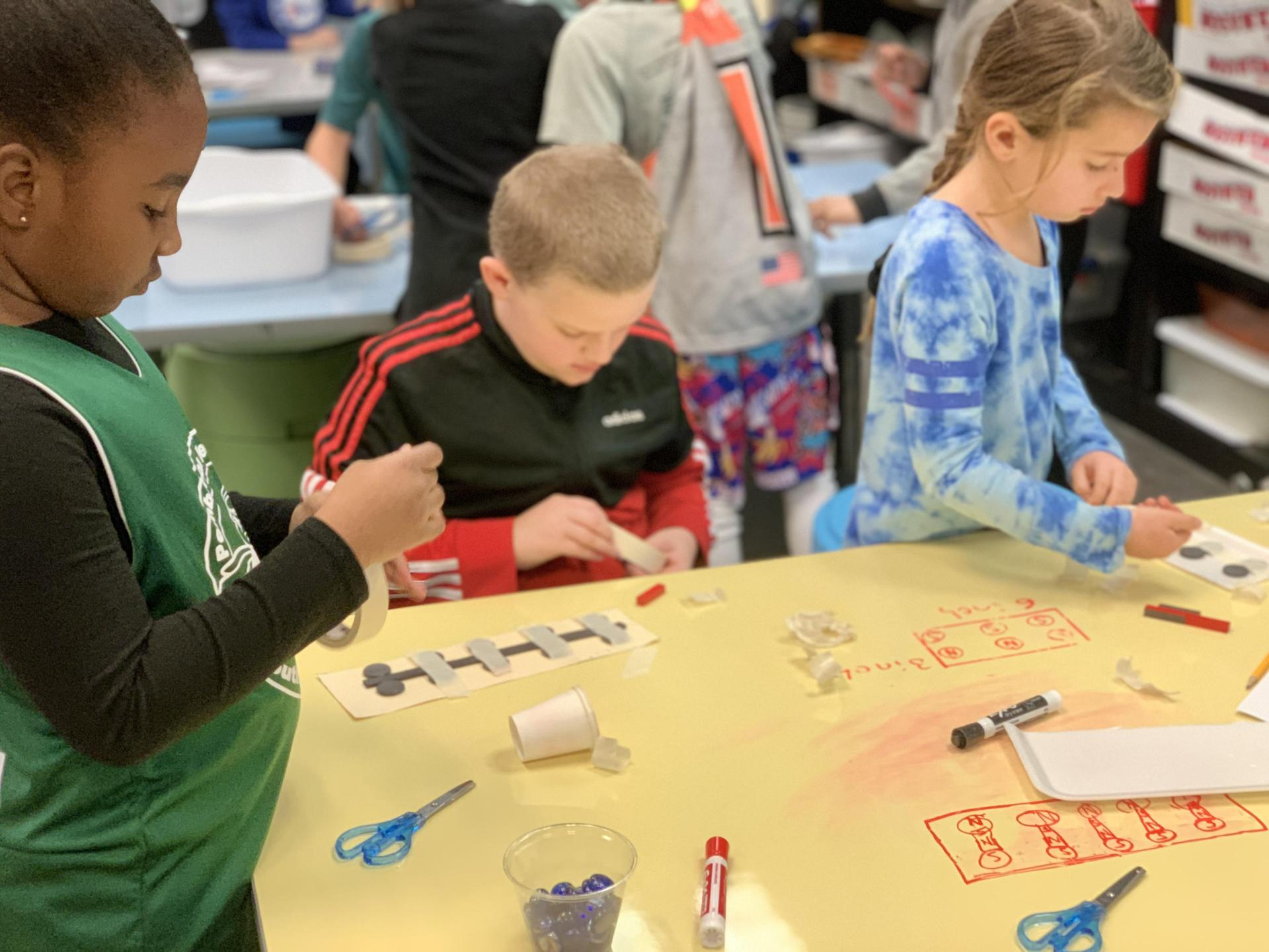 kids working together