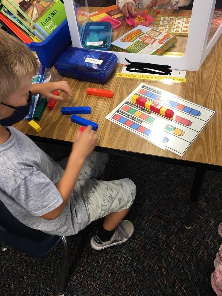Making patterns with cubes