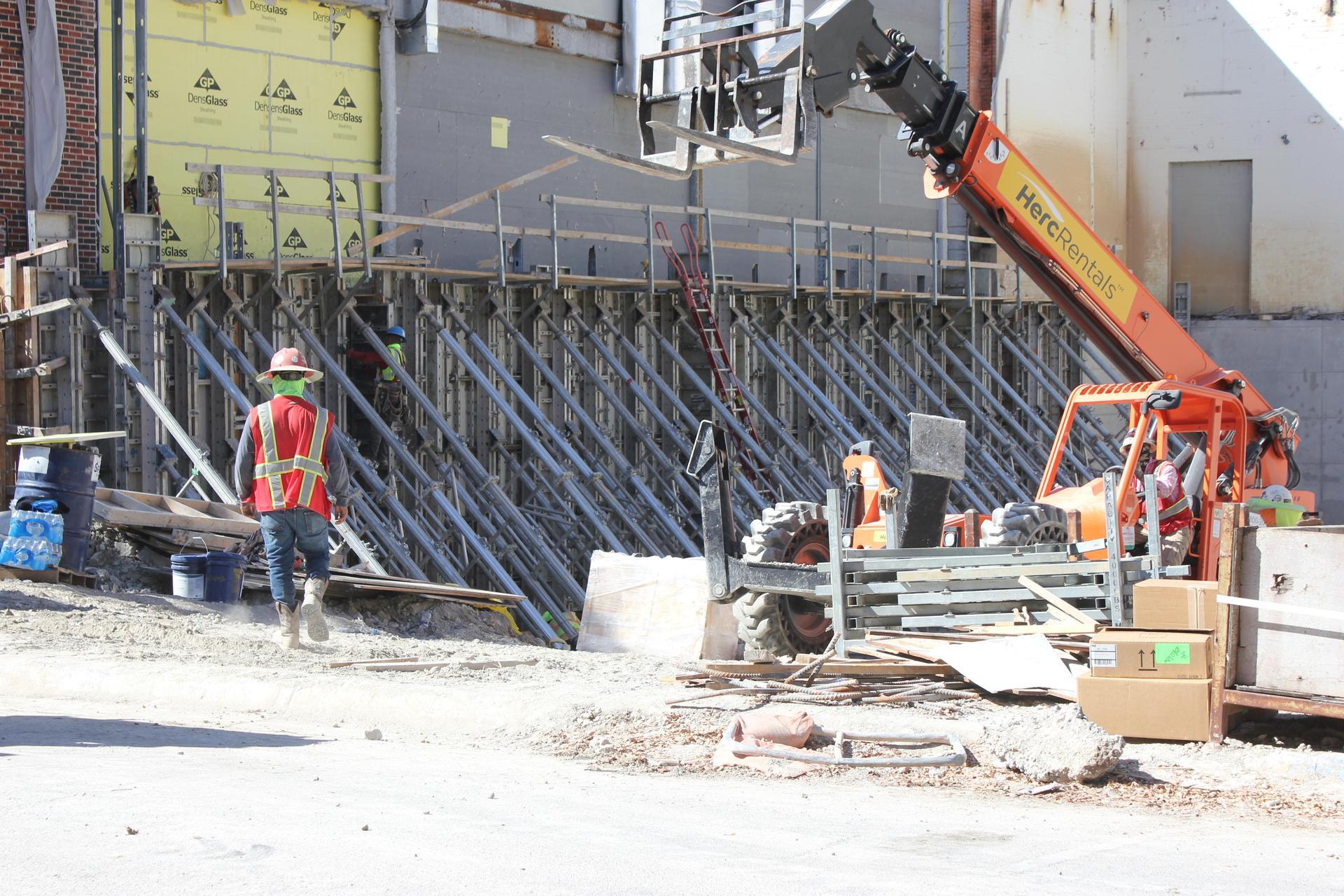 HPHS natatorium infill steel beam install 122020
