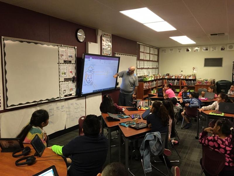 Teacher showing students Office 365