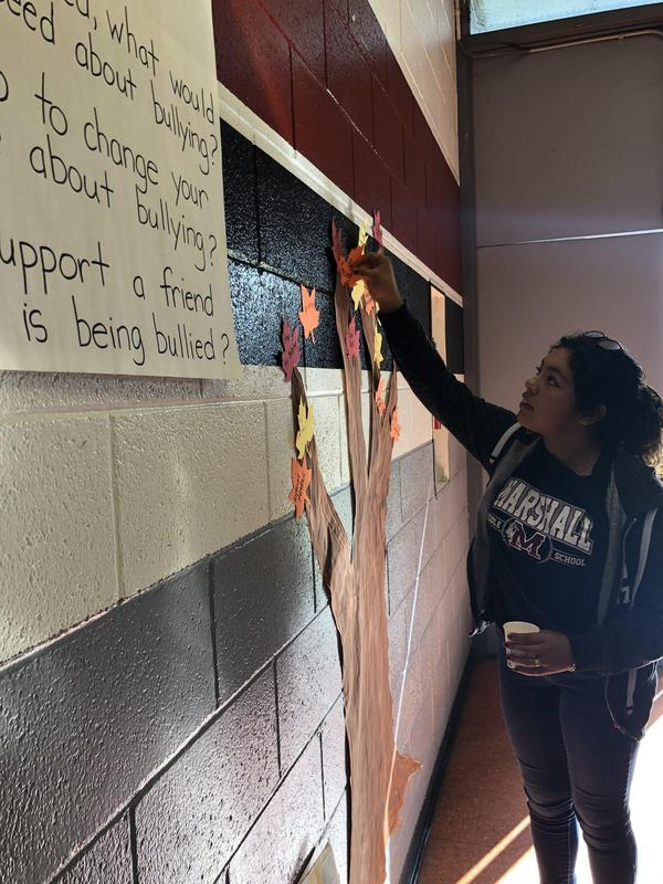 Marshall Middle School students had the opportunity to create a leaf with positive messages and advice to stand up against bullying for our unity tree! #AntiBullyingWeek #asca #schoolcounseling #ChooseKindness #proud2bepusd @MsArellano_PUSD