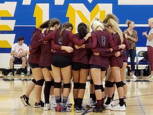 girls varsity volley.  prayer .jpg