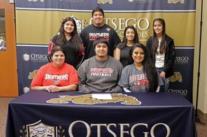 Alex Rafael with his mom, brother and sisters at his signing