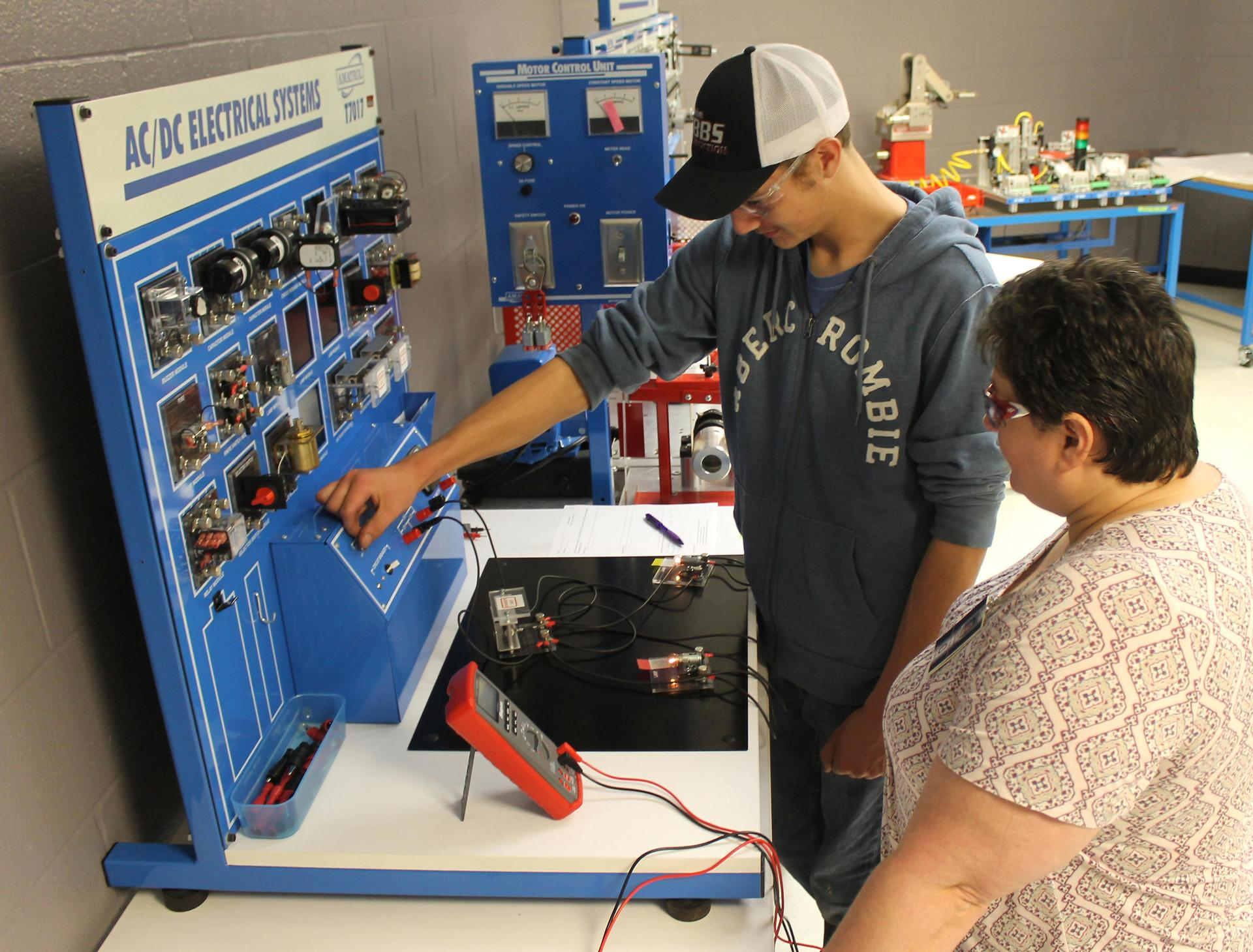 Cheatham County Central High School offers a Mechatronics course.