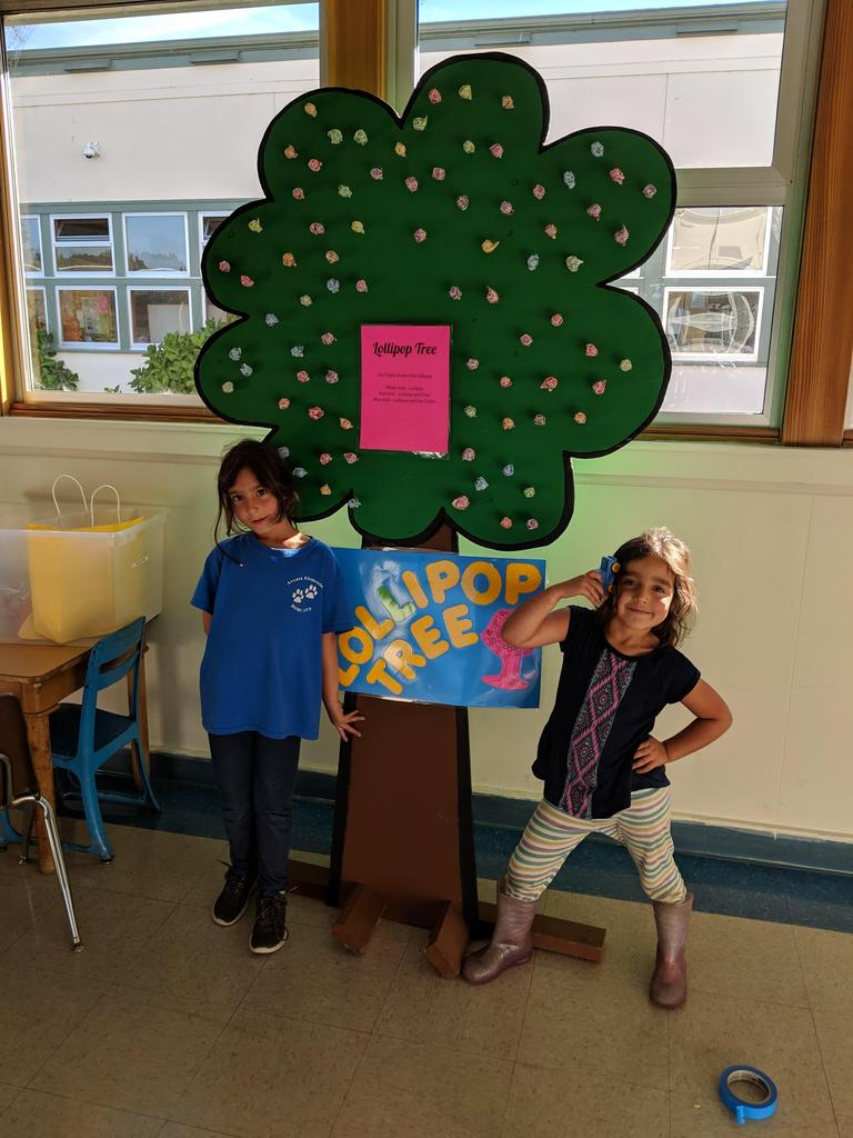 2 students posing with the lollipop tree