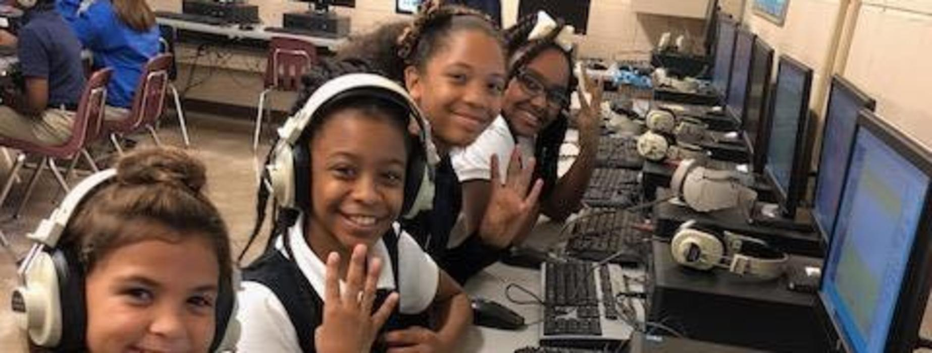 4th Graders Being Silly in Computer Lab while using Google Earth